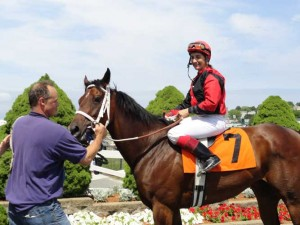 Reine des Coeurs Poses for Win Picture